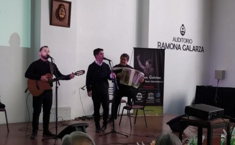 Se inauguró el auditorio Ramona Galarza en la Casa de Corrientes en Buenos Aires